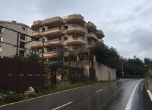 مبنى ثلاث طوابق للبيع