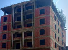 شقة 135م بعمارة جديدة بها اسانسير وانتركم وبحرى بجوار مرور الشروق