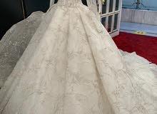 فستان زفاف للبيع ربط من الخلف قابل للتضيق حسب المقاس في الرياض