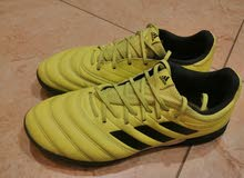 adidas football shoes bilabes 42 بحالة ممتازة كانه جديد