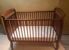سرير اطفال ماركة جينيورز مع المرتبة