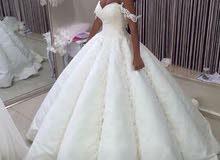 بدله زفاف بيضاء