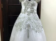 فستان زفاف نظيف