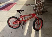 دراجة رياضية استعمال خفيف  نظيفة.    قابل للفصال