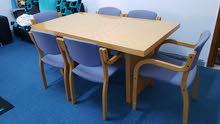 صالون + جلسه + طاولة