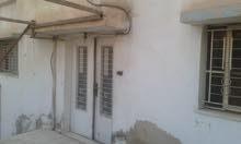 منزل مكون من طابقين مساحة البناء 210 ولارض 474 رصيفه عوجان