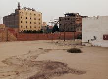 ارض كبيره للايجار 2000م بمبني 300م رخصه معادن بسعر لقطه