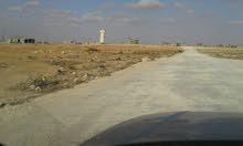 قطعة أرض مساحتها 600 متر علي ثلاث شوراع في الحليس قريبة من الطريق الرئيسية