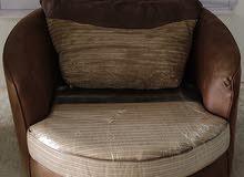 كرسي صالون دائري الشكل جلد لون بني  قابل للدوران 360درجة