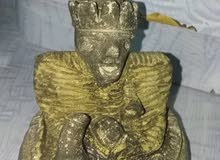 يوجد تماثيل قديمة من الذهب الخالص.