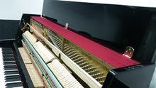 بيانو ياماها خشبي حاله ممتازه جدا ياباني سعره جديد ب1400 دينار ..السعر 700 دينار