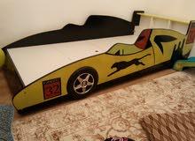 سرير أطفال على شكل سيارة