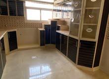 شقة كبيرة للعوائل 5 غرف وصالة و3 حمامات
