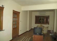 شقة مساحة 100م صافى من المالك مباشرة - العشرين - فيصل بالقرب من محطة مترو جامعة القاهرة وفيصل