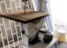 مكينة قص خشب حق ورشه تنجيد كنبات استعمالها بسيط جدا والمكينه نظيفه جدا