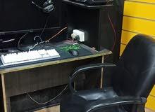طاوله كمبيوتر مع كرسي للبيع