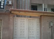 منزل يتكون من محل قراج و دور شقه واستوديو وسطاح.