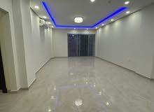 شقة ثلاث غرف نوم مساحة الشقه 190 م