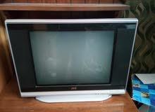 تلفزيون شغال مع طاوله للبيع
