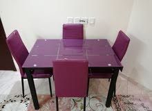 طاولة واربع كراسي