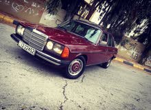 Maroon Mercedes Benz E 200 1980 for sale