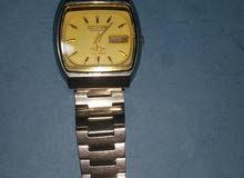 ساعات تعود لعام 1950 بحالة جيده وشغاله للبيع