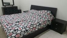 للبيع سرير نوم لشخصين مع كامل ملحقاتها