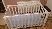 سرير طفل جديد ابيض / خشب للبيع