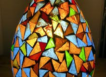 ابجرة زجاجية مضيئة بألوان مختلفه