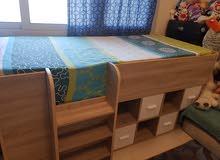 سرير غير مستعمل للبيع مع مكتب دراسة للاولاد