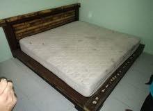 سرير ومرتبة وتسريحة بحالة جيدة للبيع