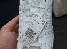 حذاء اديداز رياضي لون ابيض
