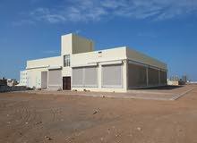 للإيجار أو البيع: مبنى في المعبيلة، مكون من طابق أرضي، عبارة عن 10 محلات