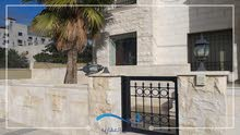 شقة طابق ارضي مفروشة للايجار على الدوار السابع مع ترس امامي و خلفي 30 م