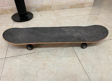 I would like to sell my rear used skating board.
