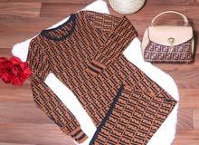 طقم ملابس للبيع