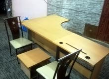 مكتب تركي مع 3 كراسي