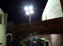 مولد كهرباء مع 4 كشافات للبيع على عامود 9 متر رفع وتنزيل هيدروليك