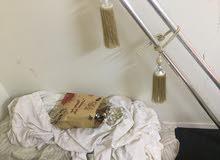 غرفة نوم وثلاجه ومايكرويف وكنب قطعتين مع طاوله وستاره ومكيف وأغراض ثانيه