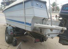 قارب للبيع