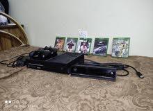 Xbox one مع كامل الملحقات ويدين 2 ومجموعه من الاسطوانات من ضمنهم Fifa 21 دوري الابطال