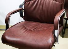 للبيع طاولة مكتب فخمة مع كرسي ودرج