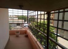 شقتين في الرياض طابق ارضي+ شقه اول مرتبطات بي سلم داخلي.