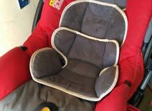 سرير اطفال اسباني ووحدة ادراج إيطالي وعرباية شيكو مع كرسي سيارة