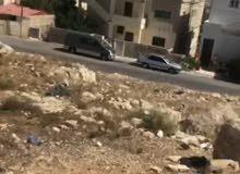 ارض على ثلاث شوارع كاشفة ومطلة  بمنطقة السلالم - السلط