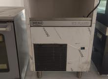 ice maker machine, convection and prosted.