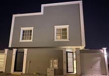 للبيع شقة مع سطح المساحة 223 في حي العارض