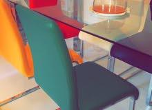 طاولة طعام زجاجيه مع كراسي جلد