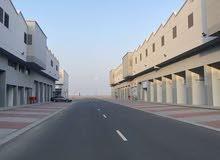 محل للبيع في سندان بعقد عشر سنوات فرصة استثمارية
