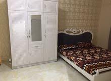 لإيجار الشهري شقه غرفتين وصالة مفروشة نظيفة جدا الروضه